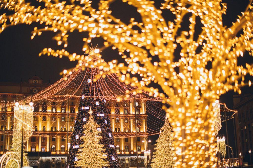 Maak je huis extra sfeervol met kerstverlichting van buitenaf - Kersttrend.nl